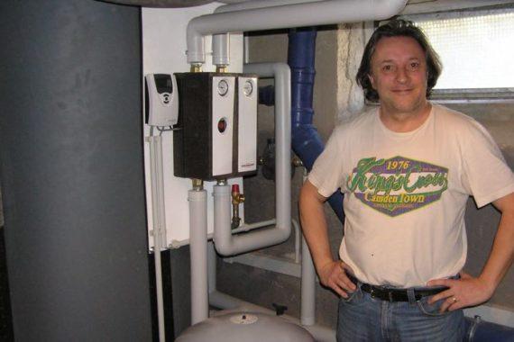Heizsystem: Gasbrennwertgerät - gesundheitzCenter® - teilsolare Heizung - Kaminofen